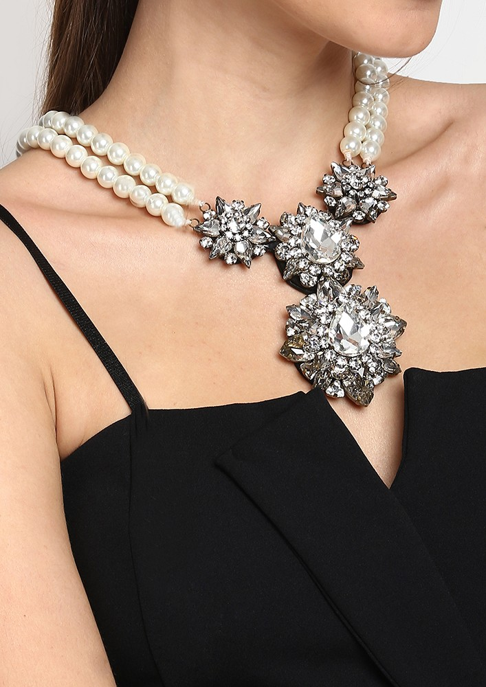 INTRICATE CRYSTAL AND PEARL NECKLACE